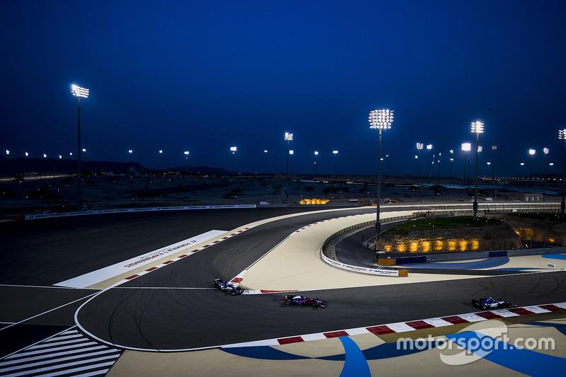 Pascal Wehrlein, Sauber C36-Ferrari, Carlos Sainz Jr., Scuderia Toro Rosso STR12, Marcus Ericsson, Sauber C36