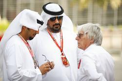 Bernie Ecclestone, Chairman Emiritus of Formula 1, con  Dignatarios de Bahrein