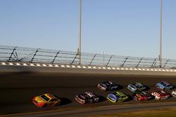 Race action, Joey Logano, Team Penske Ford leads