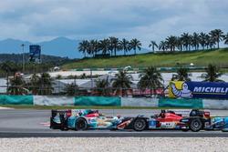 #35 Jackie Chan DC Racing Oreca Nissan 03R: Ho-Pin Tung, Gustavo Menezes, Thomas Laurent spin