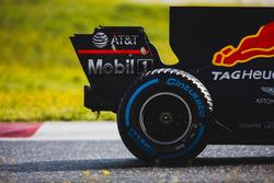 Max Verstappen, Red Bull Racing RB13, detalle del ala trasero neumático Pirelli y posterior