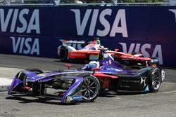 Sam Bird, DS Virgin Racing, leads Felix Rosenqvist, Mahindra Racing