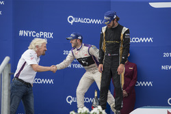 Sir Richard Branson felicita a Sam Bird, DS Virgin Racing