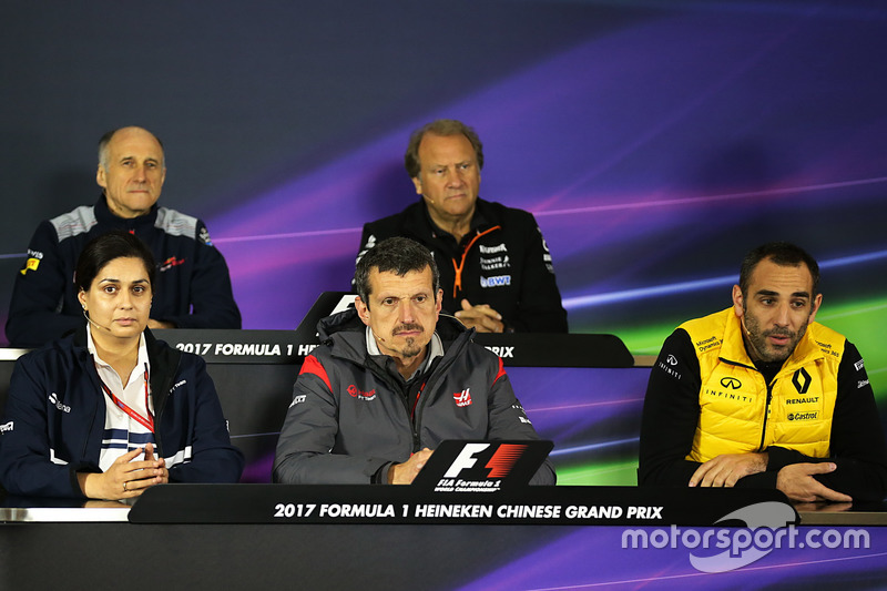 Franz Tost, Scuderia Toro Rosso Team Principal, Robert Fearnley, Force India F1 Team Deputy Team Pri
