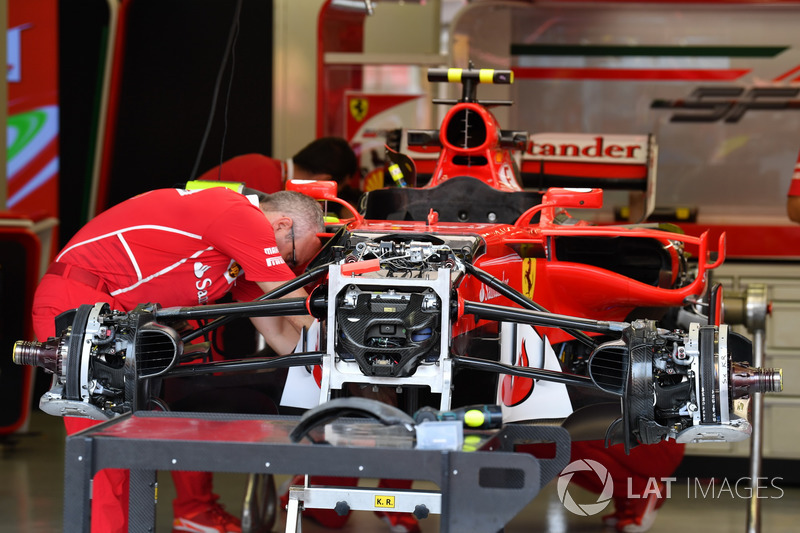 Ferrari SF70H front suspension