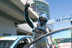 Racewinnaar Nicky Catsburg, Polestar Cyan Racing, Volvo S60 Polestar
