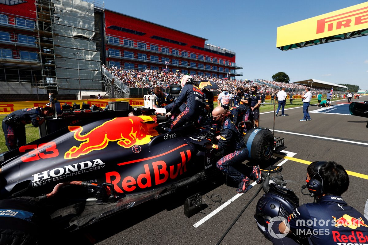 Max Verstappen, Red Bull Racing RB16B, on the grid