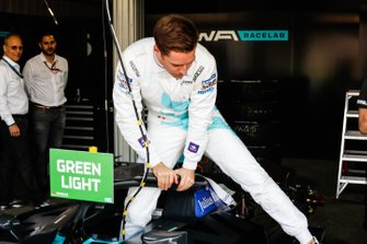 Stoffel Vandoorne, HWA Racelab gets out of his VFE-05 in the garage