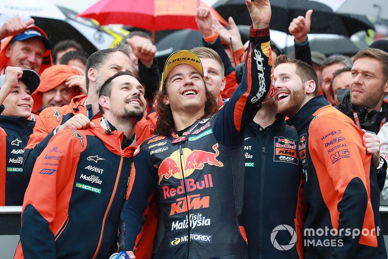 Yarış galibi Can Öncü, Red Bull KTM Ajo