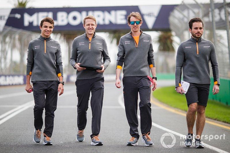 Lando Norris, McLaren, ispeziona il circuito