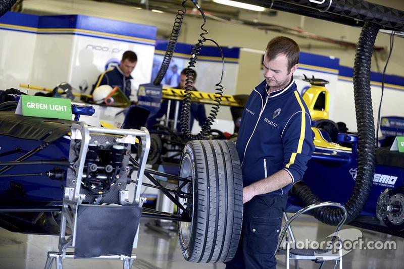 Mechaniker von  Renault e.Dams