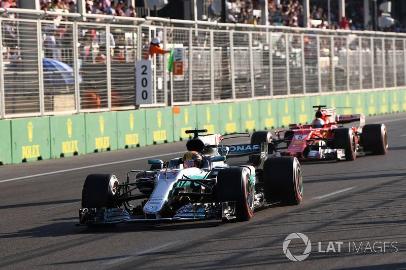 No Azerbaijão, Vettel cometeu um erro que lhe custou caro. De cabeça quente, jogou o carro em cima de Hamilton em um safety car e desperdiçou uma possível vitória.