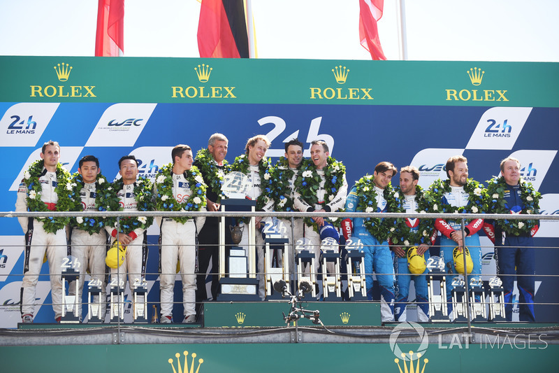 Podium: 1. Timo Bernhard, Earl Bamber, Brendon Hartley, Porsche Team, 2. Ho-Pin Tung, Oliver Jarvis, Thomas Laurent, DC Racing, 3. Mathias Beche, David Heinemeier Hansson, Nelson Piquet Jr., Vaillante Rebellion Racing