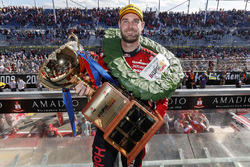 Podium: Sieger Shane van Gisbergen, Triple Eight Race Engineering, Holden