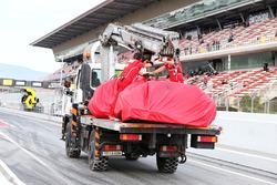 Bergung des Unfallautos von Kimi Räikkönen, Ferrari SF70H