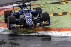 Temporada 2017 F1-italian-gp-2017-marcus-ericsson-sauber-c36-jumps-across-the-kerb