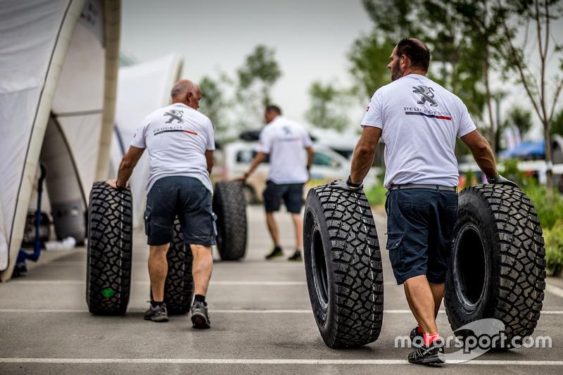 Mecánicos de Peugeot Sport