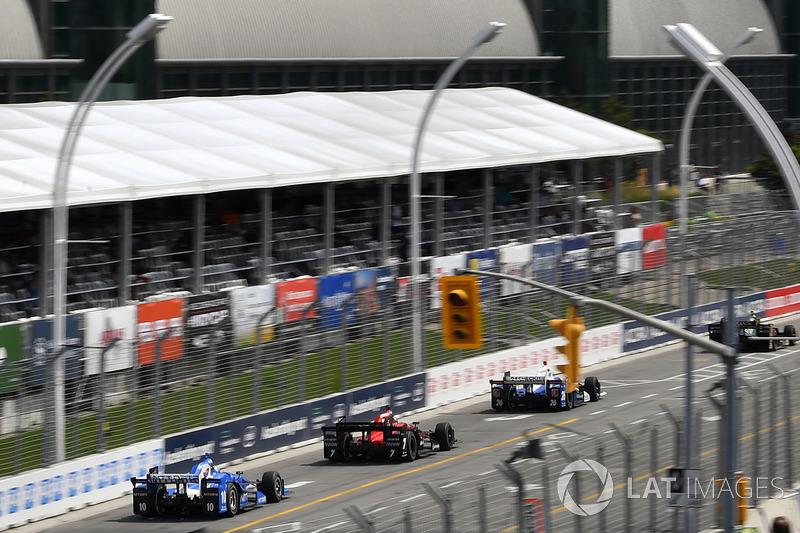 Takuma Sato, Andretti Autosport Honda, Sebastian Saavedra, Schmidt Peterson Motorsports Honda, Tony