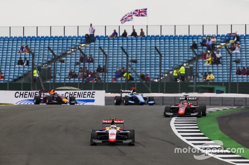 Giuliano Alesi, Trident, leads Jack Aitken, ART Grand Prix