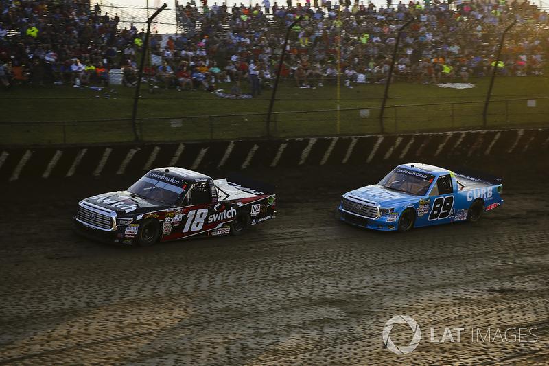 Noah Gragson, Kyle Busch Motorsports Toyota y Rico Abreu, ThorSport Racing Toyota