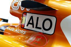 Обозначение имени гонщика на McLaren MCL32 Фернандо Алонсо