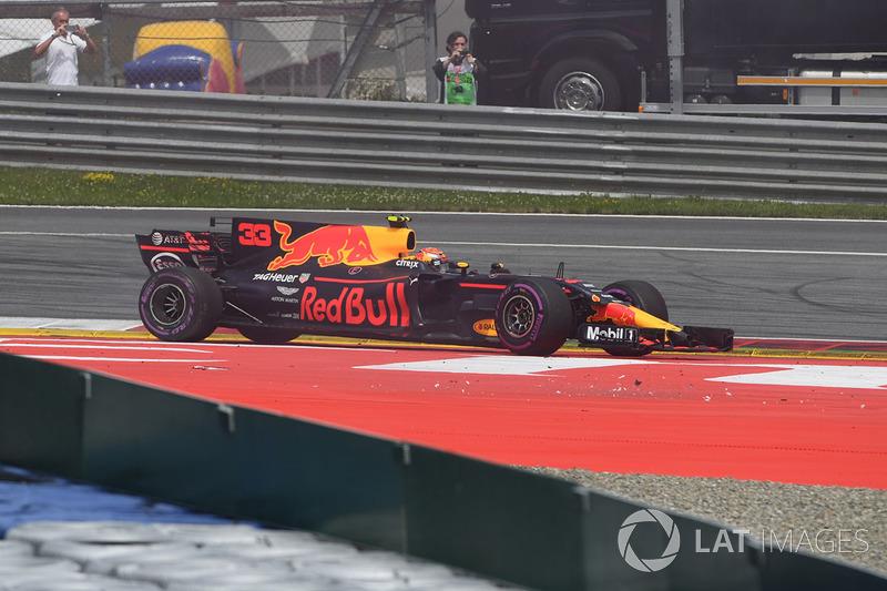 После поломки машины и последующей аварии в Red Bull сказали Максу Ферстаппену сойти с дистанции