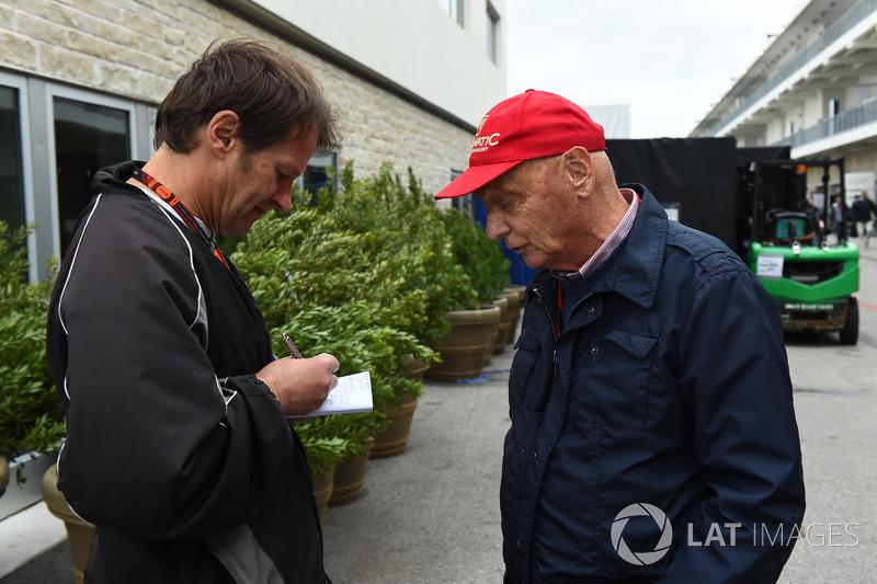 Михаэль Шмидт, журналист, и Ники Лауда, неисполнительный директор Mercedes AMG F1