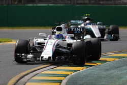 Фелипе Масса, Williams FW40, и Валттери Боттас, Mercedes AMG F1 W08