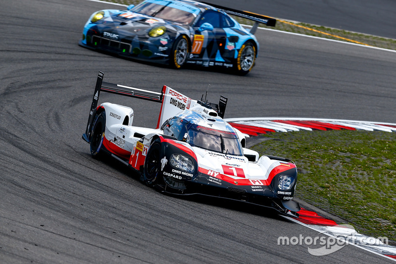 #1 Porsche Team Porsche 919 Hybrid: Ніл Яані, Андре Лоттерер, Нік Тенді, #77 Dempsey Proton Competition Porsche 911 RSR: Крістіан Рід, Маттео Каіролі, Марвін Дінст