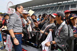 Haas F1 fans and Guenther Steiner, Haas F1 Team Principal