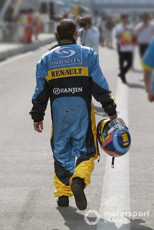 Jacques Villeneuve, Renault F1 Team, back with his trademark baggy overalls