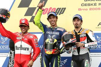 Podium: race winner Valentino Rossi, Yamaha, second place Loris Capirossi, Ducati, third place Max Biaggi, Honda