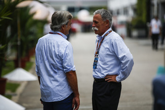 Carlos Sainz Sr and Chase Carey, Chairman, Formula One