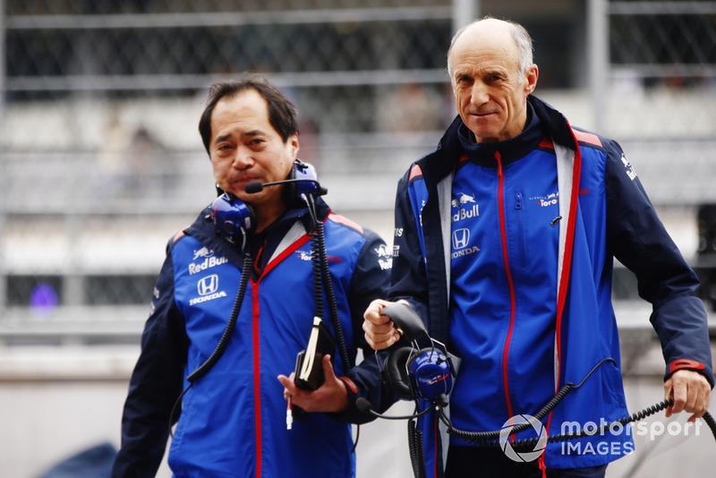 Toyoharu Tanabe, directeur technique F1, Honda, et Franz Tost, directeur, Scuderia Toro Rosso