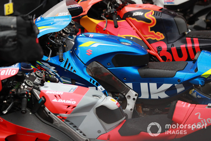 Les motos de Red Bull KTM Factory Racing, Team Suzuki MotoGP, Ducati Team, dans le Parc Fermé