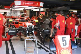 Une Ferrari SF71H dans son garage