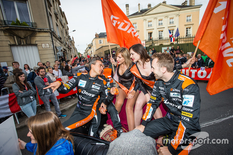 #26 G-Drive Racing Oreca 05 Nissan: Roman Rusinov, Will Stevens, René Rast and girls