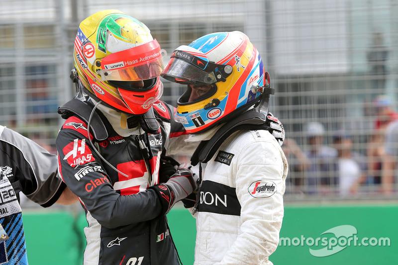 Esteban Gutierrez, Haas F1 Team y Fernando Alonso, McLaren