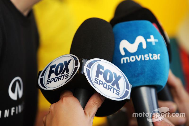 Kevin Magnussen, Renault Sport F1 Team, mit der Presse