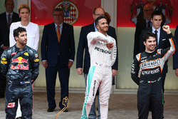 Podio: ganador de la carrera Lewis Hamilton, Mercedes AMG F1, segundo lugar Daniel Ricciardo, Red Bu