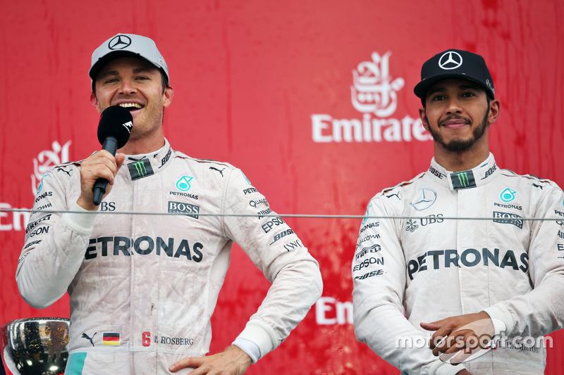 Victoria y podio para Mercedes