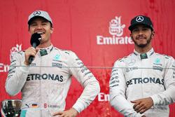 Podio: Ganador de la carrera Nico Rosberg, de Mercedes AMG F1 y Lewis Hamilton, Mercedes AMG F1
