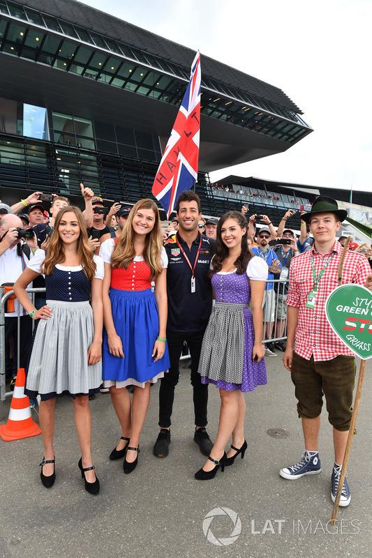 Daniel Ricciardo, Red Bull Racing and girls