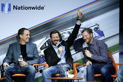 Martin Truex Jr., Furniture Row Racing Toyota, Dale Earnhardt Jr., Hendrick Motorsports Chevrolet