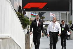 Ross Brawn, Motorsporları Direktörü, FOM, ve Chase Carey, CEO, Formula One