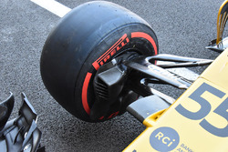Renault Sport F1 Team RS17 detalle de la suspensión delantera