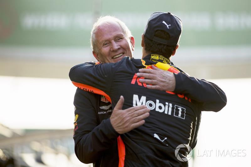 Helmut Markko, Consultant, Red Bull Racing, congratulates race winner Daniel Ricciardo, Red Bull Racing