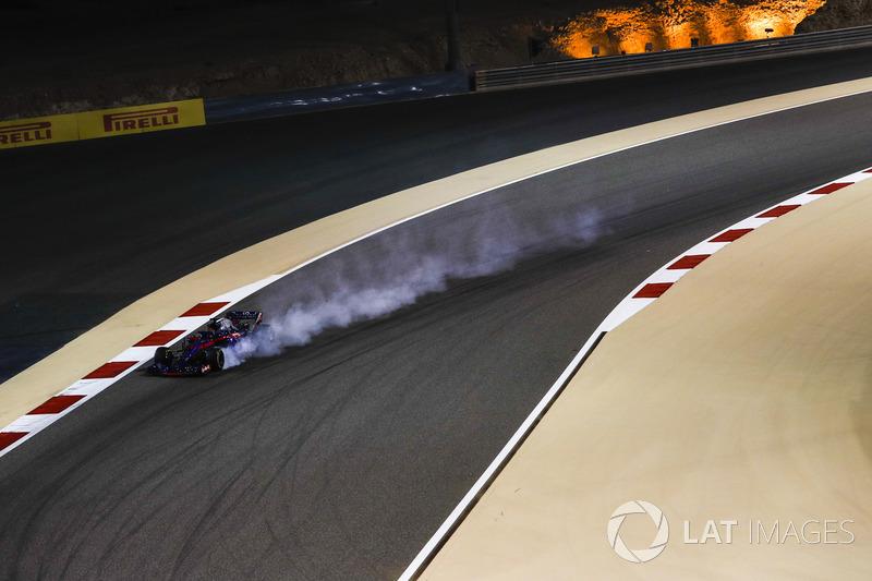 Brendon Hartley, Scuderia Toro Rosso STR13 locks up