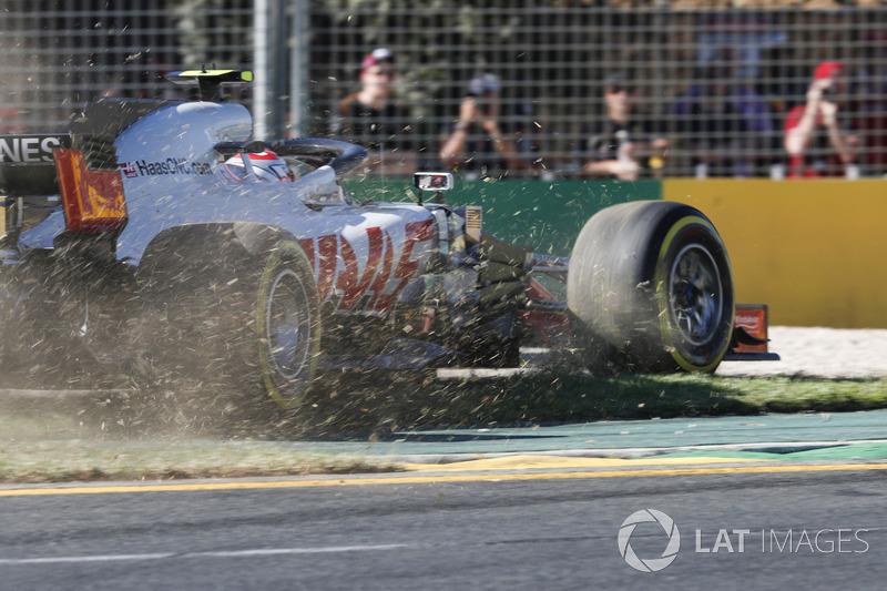 Kevin Magnussen, Haas F1 Team VF-18 Ferrari, runs off the track