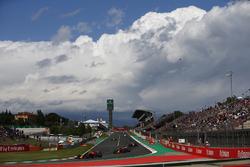 Max Verstappen, Red Bull Racing RB14, Daniel Ricciardo, Red Bull Racing RB14, Kevin Magnussen, Haas F1 Team VF-18